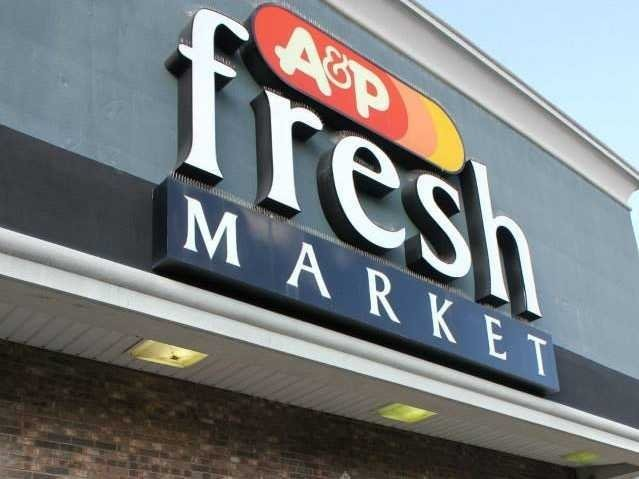 One of America's biggest grocery chains is on the brink of death