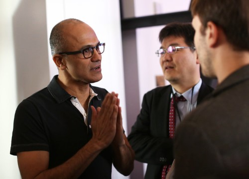 Microsoft's mobile platform is in serious trouble — here's what the company could do