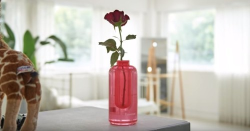 Samsung designed a vase that can also be thrown at fires to extinguish them