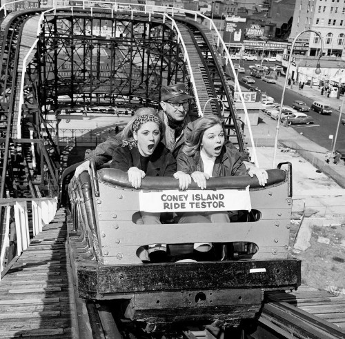 11 vintage photos of Coney Island, the world-famous theme park New Yorkers have flocked to for decades