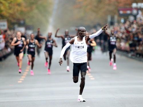 Marathon runner Eliud Kipchoge broke 2-hour mark, but it doesn't count - Business Insider