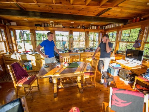 What it's like to live off the grid, according to a couple who moved to a fire lookout in the middle of the Oregon forest