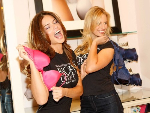 Former Victoria's Secret Employee Reveals The Three Worst Things About The Job