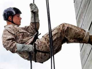 How Marine recruits battle their fear of heights on a 47-foot-tall tower at boot camp - Business Insider