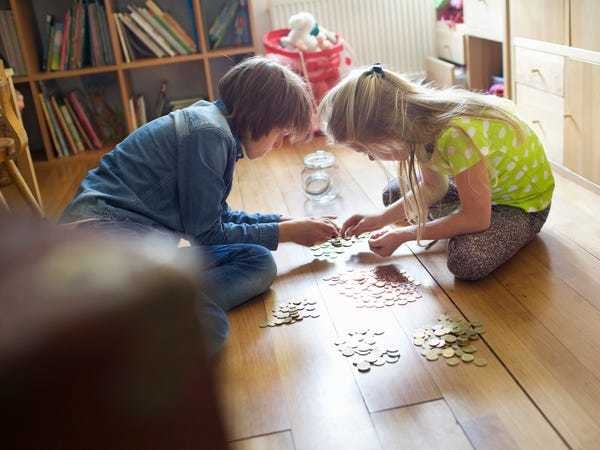 7 signs your kids are actually learning about money - Business Insider