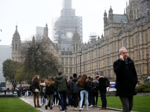 Photos of famous London landmarks like Big Ben and Buckingham Palace in real life look nothing like you'd expect