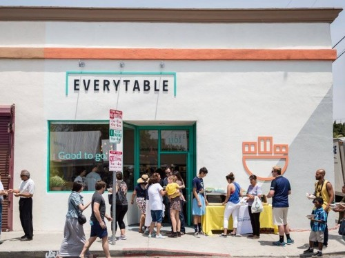 A fast-casual chain is bringing healthy food to LA's food deserts