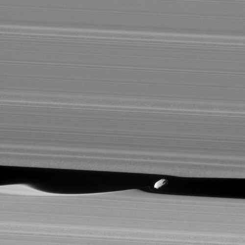 This is the closest-ever photo of a 'wavemaker moon' that hides out in Saturn's rings