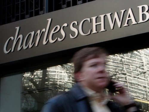 Management exits pick up in Charles Schwab's retail arm as the discount brokerage is cutting 600 jobs