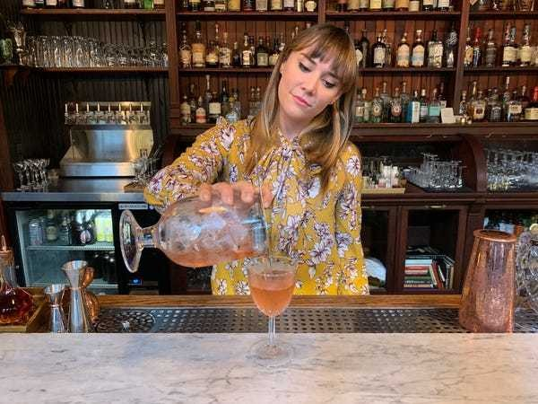 I'm a bartender, and these are the drinks that we secretly judge you for ordering - Business Insider