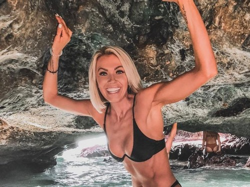 An fitness influencer with more than 500,000 followers apologized after fans called her a 'scammer' — but they still aren't ready to forgive her