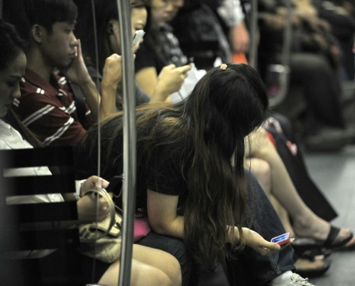 Smartphone growth creating etiquette challenges