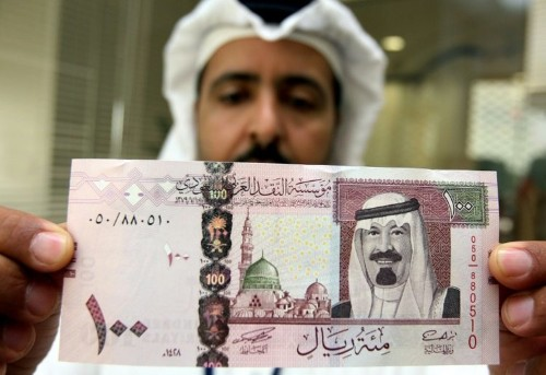 Low oil prices put strains on Gulf currency pegs