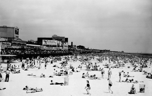 11 vintage photos of New York City's most famous beach in its glory days