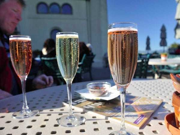 The biggest differences between Champagne and other types of sparkling wine - Business Insider