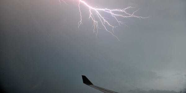 Boeing removed lightning strike safety feature from 787 Dreamliner - Business Insider