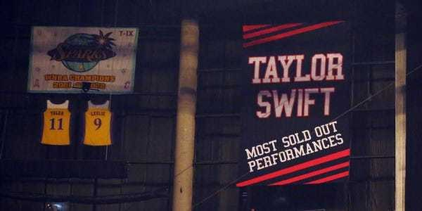 The Coyotes tried to troll the Kings by hanging their 'jinxed' Taylor Swift banner and i... - Business Insider
