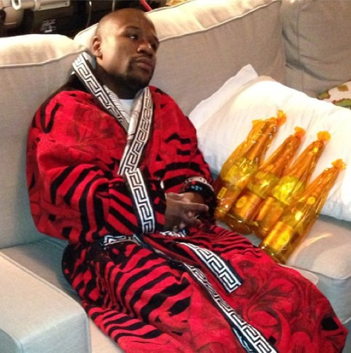 24 Photos Of Floyd Mayweather Flaunting His Insane Wealth