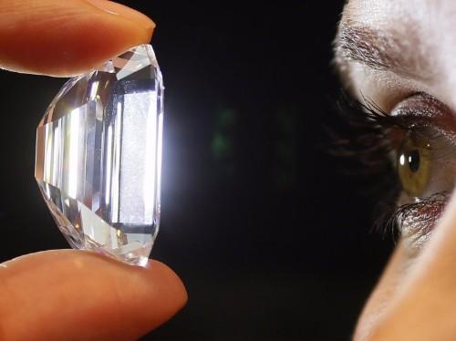 5 ways to spot a fake diamond