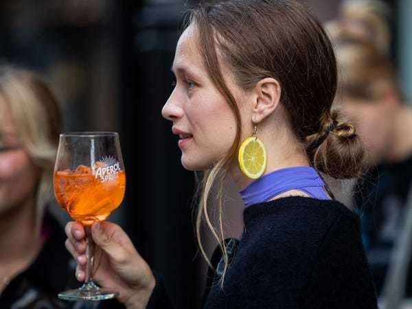 Millennials' drinks of the summer: spiked seltzer, Aperol Spritz, rosé - Business Insider