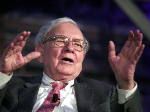 Warren Buffett shuns Wall Street advisers on latest megadeal