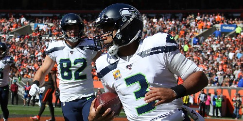 Russell Wilson leads TD drive after helmet radio malfunctioned - Business Insider
