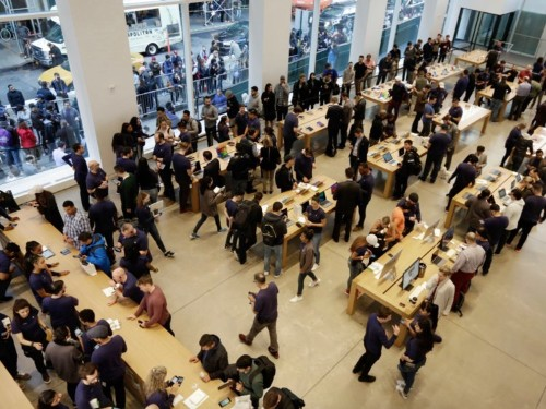 'It was just mayhem': The flagship Fifth Avenue Apple Store reportedly has a bed bug problem
