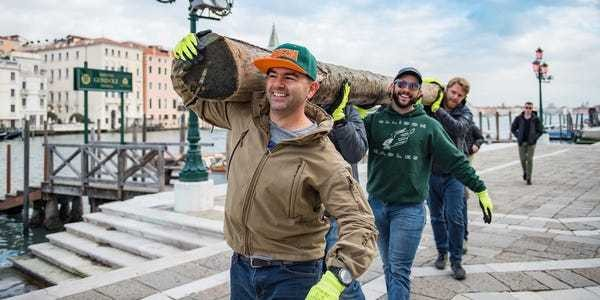 US soldiers, airmen help clean Venice after worst flooding in 53 years - Business Insider