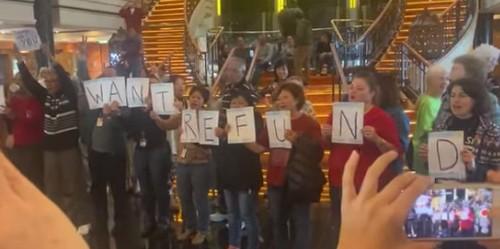 Norwegian Spirit: Cruise ship passengers 'riot' over disrupted trip - Business Insider