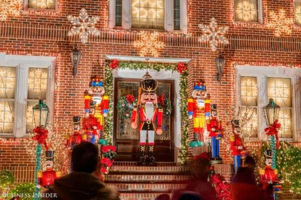 Dyker Heights has the best Christmas lights in America: photos - Business Insider
