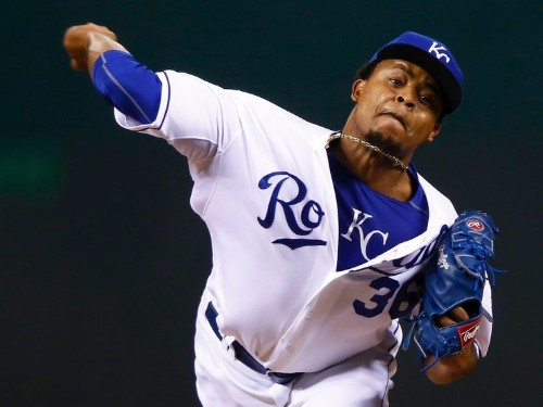 Royals pitcher starts Game 1 of World Series after reportedly learning of his father's death