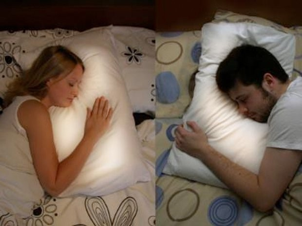 This Pillow Glows When Your Long-Distance Partner Goes To Bed