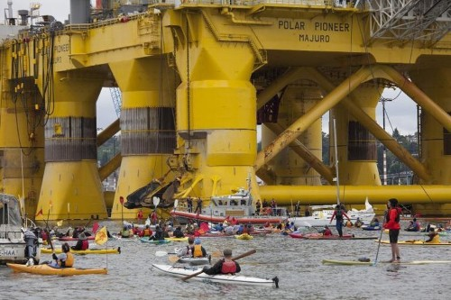Greenpeace kayakers block Arctic-bound Shell rig