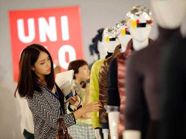 Uniqlo's warehouse robots on track to replace human workers - Business Insider