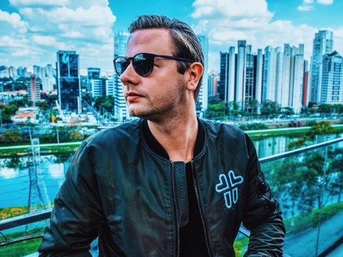 A 24-year-old Dutch DJ realized Facebook was standing in the way of his fans — so he created a startup to siphon away its power