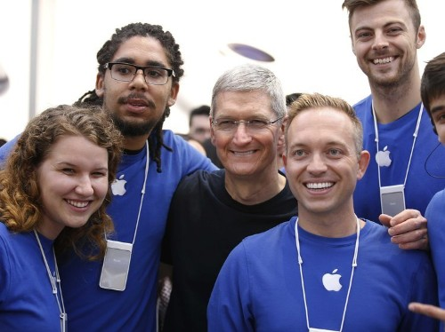 10 mind-blowing facts about the Apple Store