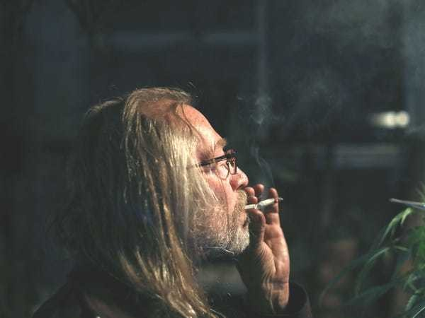 Men who smoke marijuana daily may be more likely to get testicular cancer - Business Insider