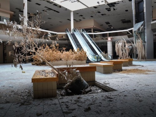 Inside the infamous dead mall that Amazon is turning into a 700,000-square foot fulfillment center