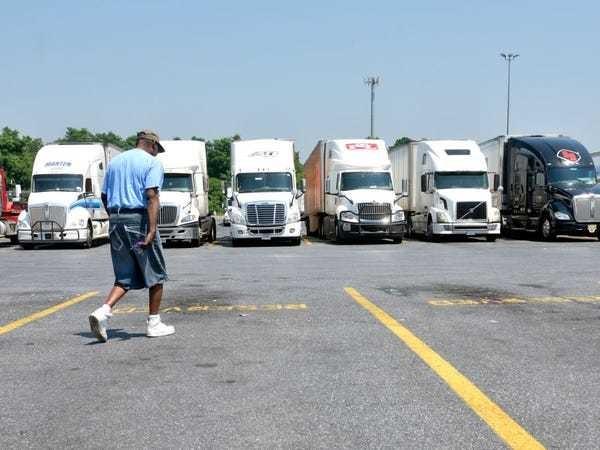 Trucking 'bloodbath': Around 4,200 trucking payrolls slashed in Sept. - Business Insider