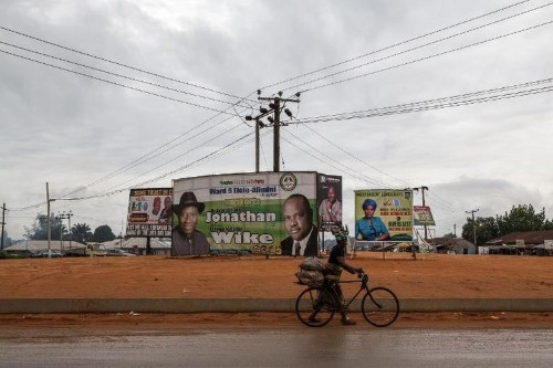Nigeria votes in crunch presidential election