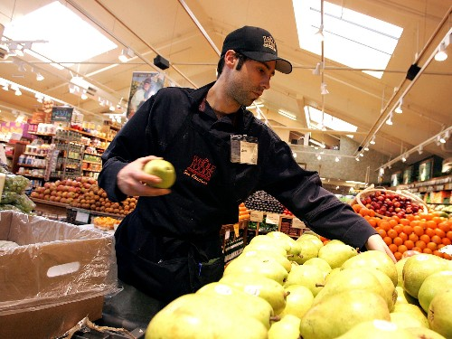 Walmart beats Whole Foods in Oxfam report on workers' rights - Business Insider