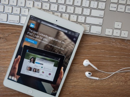 4 easy ways to attract recruiters to your LinkedIn profile