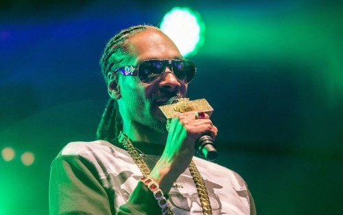 Rapper Snoop Dogg stopped in Italy airport with $422,000 stuffed in his Louis Vuitton luggage