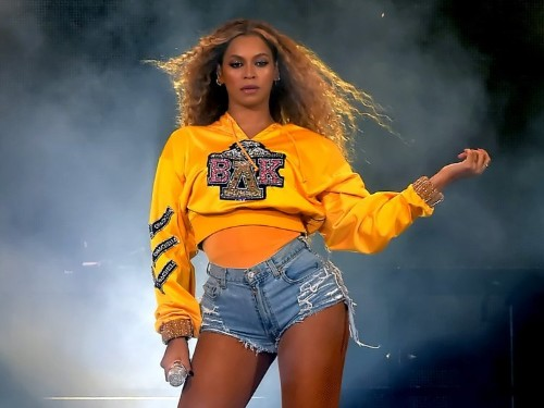 This viral Twitter game casts you as Beyoncé's assistant, and it's really hard not to get fired