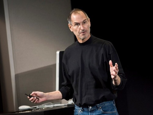 There was a brilliant strategy behind Steve Jobs' penchant for using huge, 190-point text on his presentation slides