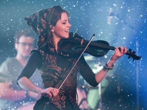 How A Startup Helped A Dubstep Violinist Go From Playing In School Cafeterias To Selling Out Shows