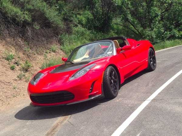 Tesla is revamping its relationship with original Roadster owners - Business Insider