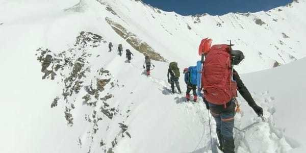 Video shows mountaineers moments before deadly avalanche in Himalayas - Business Insider