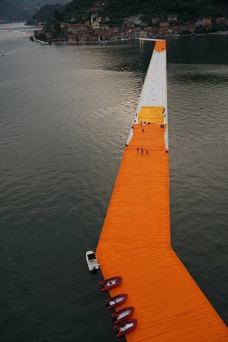 See how architects built those wildly popular floating piers in Italy