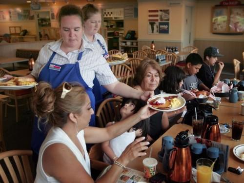 19 unwritten restaurant rules you should avoid breaking